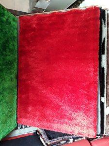 thảm trải phòng khách đỏ